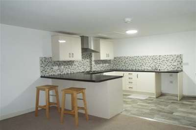2 Bedrooms Flat for rent in Crown House, Beecroft Road, Cannock