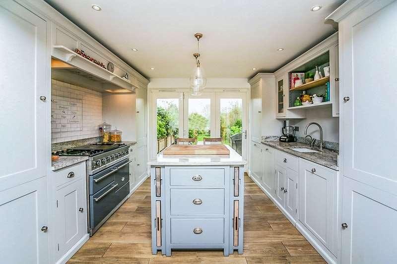 3 Bedrooms Semi Detached House for sale in Acott Fields, Maidstone, Kent, ME18