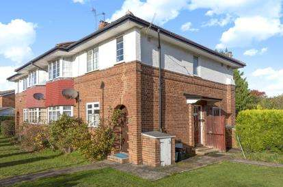 2 Bedrooms Maisonette Flat for sale in St. Johns Road, Petts Wood, Orpington
