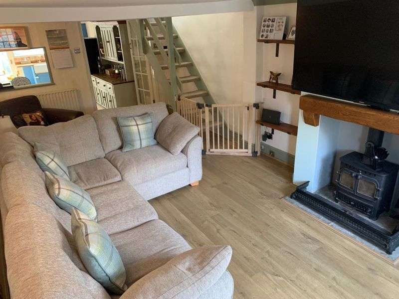 3 Bedrooms Property for sale in Manor Row, Saffron Walden