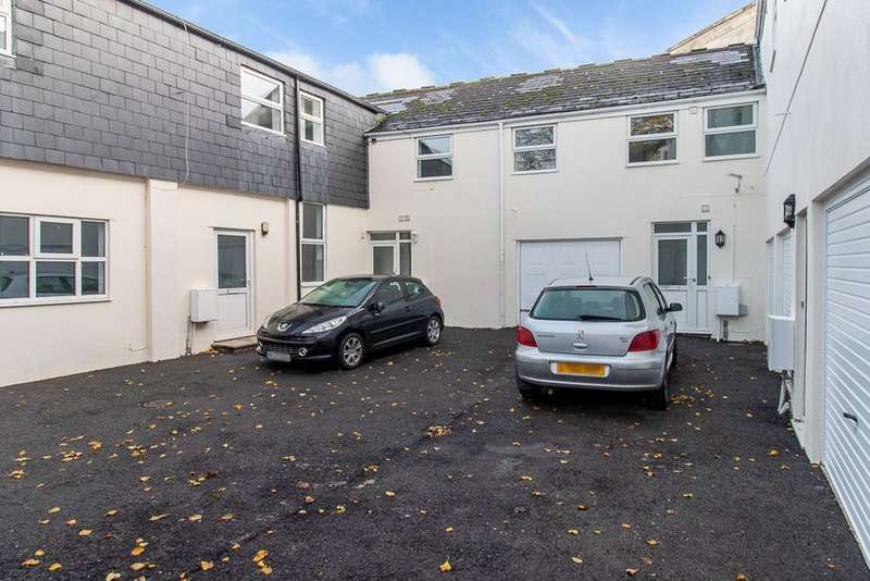 3 Bedrooms Terraced House for rent in Victoria Road, Torquay, TQ1