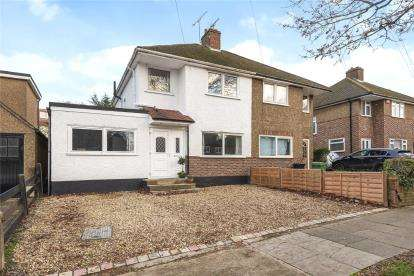 3 Bedrooms Semi Detached House for sale in Bassetts Way, Orpington