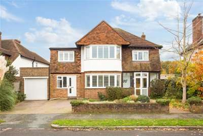 5 Bedrooms House for rent in Ashley Close, Walton, KT12