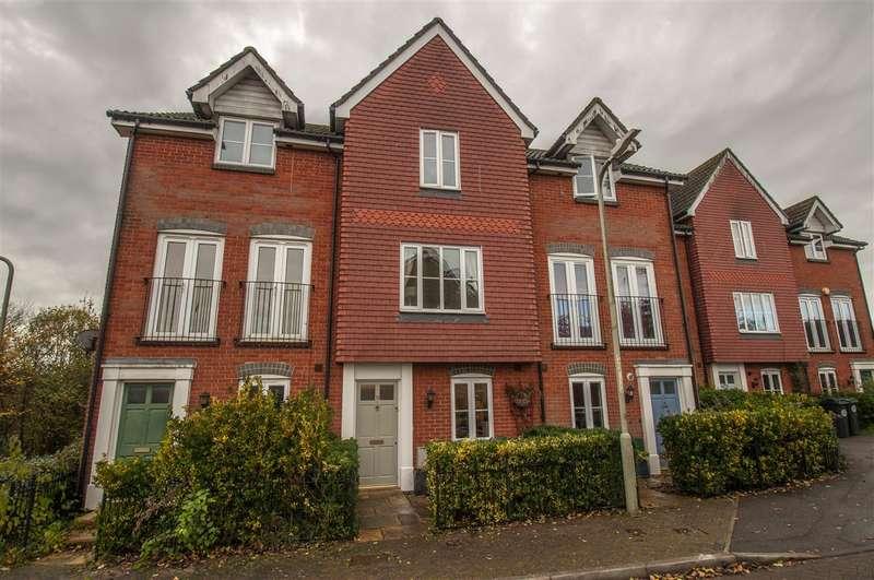 3 Bedrooms Terraced House for sale in Alderney Way, Kennington, Ashford, Kent, TN24 9LF