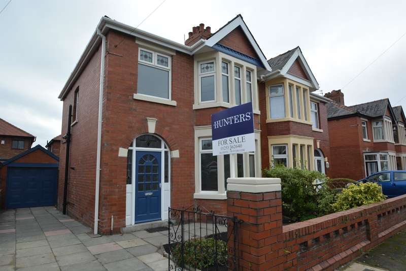 3 Bedrooms Semi Detached House for sale in Chiltern Avenue, Blackpool, FY4 2BN