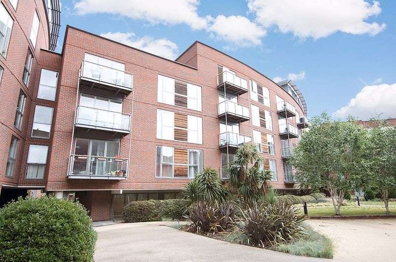 2 Bedrooms Property for rent in The Heart, Walton-on-Thames