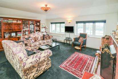 3 Bedrooms Bungalow for sale in Claverhambury Kennels, Claverhambury Road, Waltham Abbey, Essex