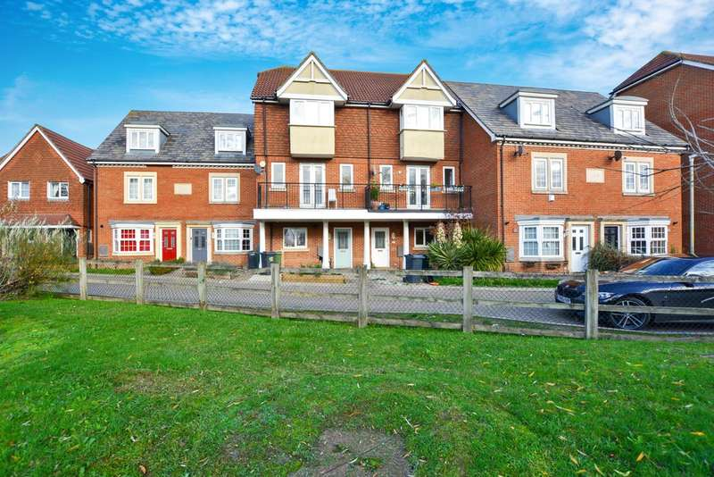 4 Bedrooms Town House for sale in Hestia Way, Kingsnorth, Ashford
