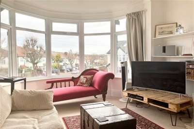 2 Bedrooms Flat for rent in North Chingford, E4