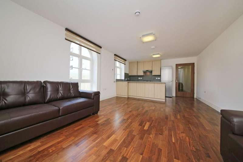 4 Bedrooms Flat for rent in North Road, Brentford, London, TW8