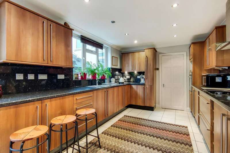 3 Bedrooms House for rent in Admaston Road, Shooters Hill, SE18