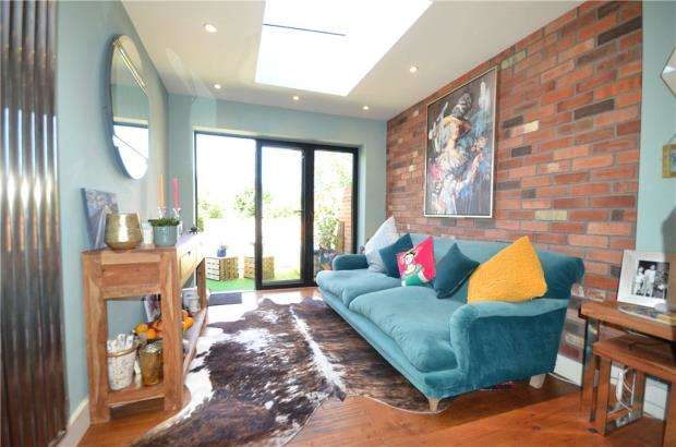 4 Bedrooms Terraced House for sale in Winchester Road, Basingstoke, Hampshire