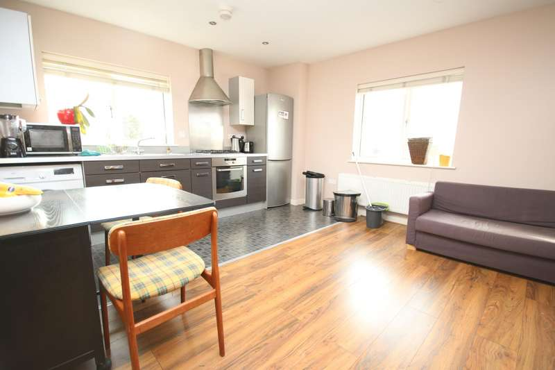 2 Bedrooms Apartment Flat for rent in Thompson Court, Broomfield Road, Chelmsford, CM1