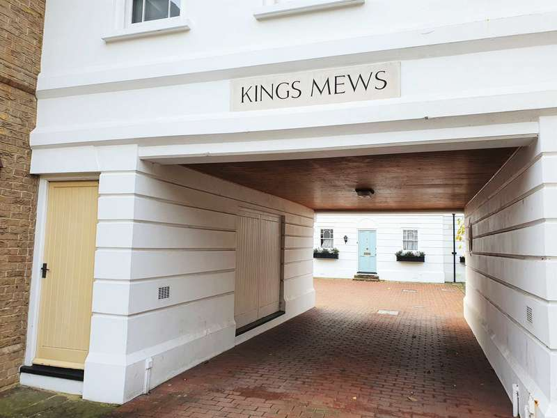 3 Bedrooms Apartment Flat for sale in Kings Mews, Canterbury