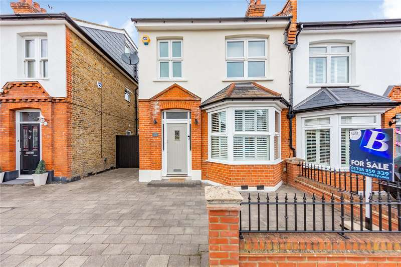 3 Bedrooms Semi Detached House for sale in St. Lawrence Road, Upminster, RM14