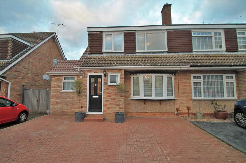 3 Bedrooms Semi Detached House for sale in Goodwood Crescent , Gravesend, DA12 5EY
