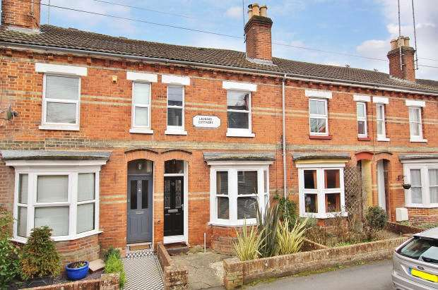 2 Bedrooms Terraced House for rent in Linden Road, Romsey, Hampshire, SO51