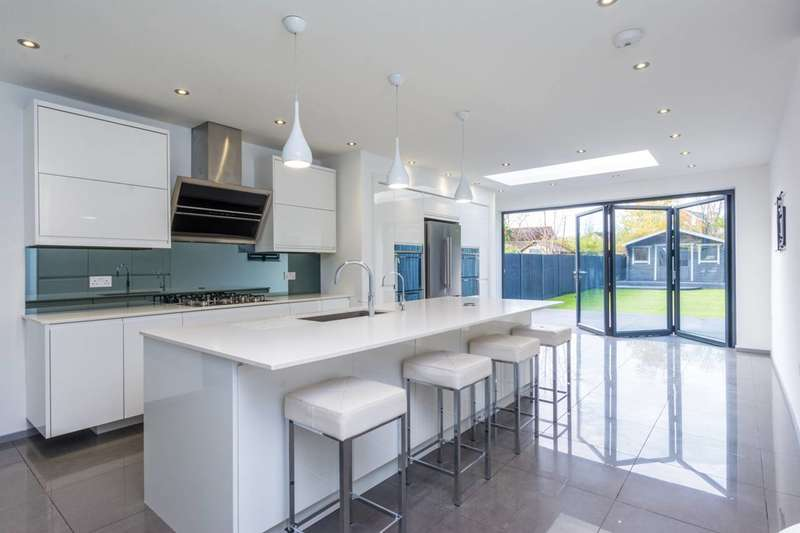 3 Bedrooms Semi Detached House for rent in Hartfield Crescent, Wimbledon, SW19