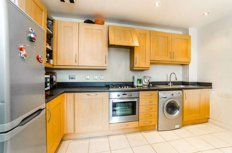 2 Bedrooms Flat for rent in Maitland Road, Stratford, E15