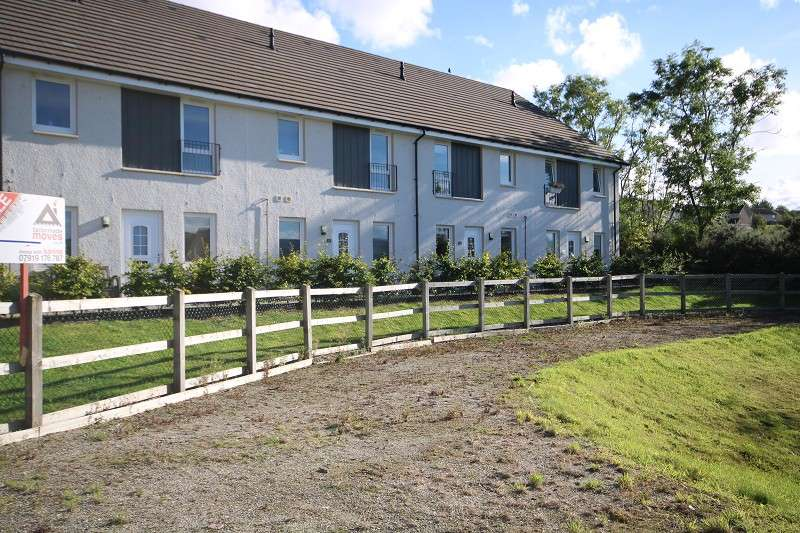 2 Bedrooms Terraced House for sale in 12 Foxglove Crescent, Slackbuie, Inverness. IV2 6DY