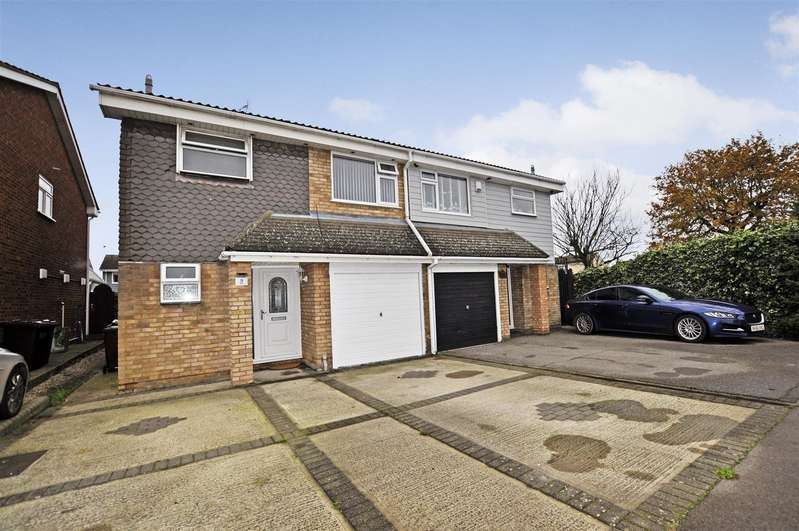 3 Bedrooms Semi Detached House for sale in Lyndene, Benfleet
