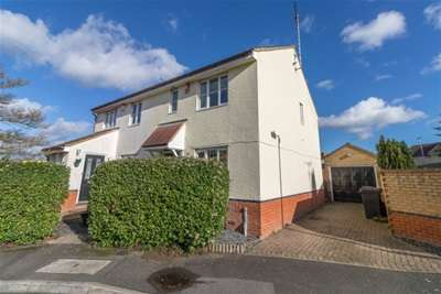 3 Bedrooms House for rent in Heron Gardens, Rayleigh