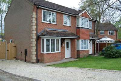 3 Bedrooms Semi Detached House for rent in Sycamore Close, Doddington Park