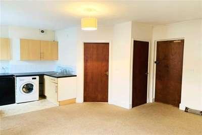 1 Bedroom Studio Flat for rent in Bridge Street, Evesham.