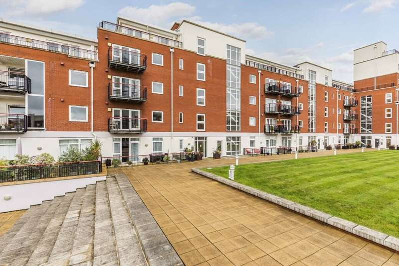 2 Bedrooms Flat for sale in Gunwharf Quays, Portsmouth, PO1