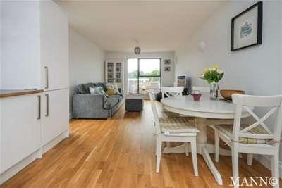 2 Bedrooms Flat for rent in Elm Terrace, Eltham, SE9