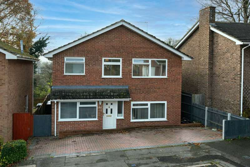 5 Bedrooms Detached House for sale in St Nicholas Mount, Boxmoor