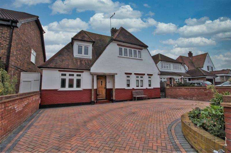 4 Bedrooms Detached House for sale in Picketts Avenue, Leigh-on-Sea, SS9