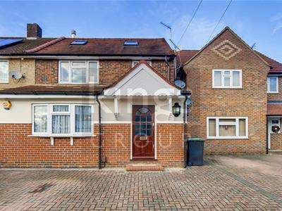 3 Bedrooms Semi Detached House for sale in Monkswood Avenue, Waltham Abbey