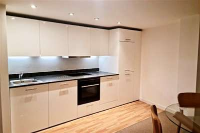 2 Bedrooms Flat for rent in The Picture Works, Queens Road, NG2