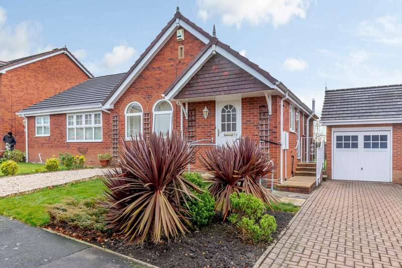 2 Bedrooms Bungalow for rent in St Marys Park Approach, Armley