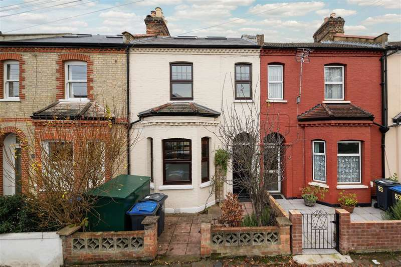 4 Bedrooms Terraced House for rent in Russell Road, London