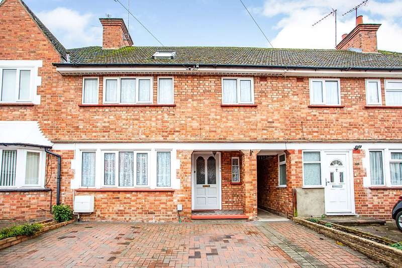 4 Bedrooms House for sale in The Chase, Watford, Hertfordshire, WD18