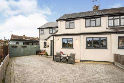 5 Bedrooms Semi Detached House for sale in Benfleet, Essex, .