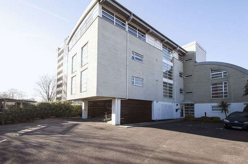 2 Bedrooms Property for rent in Bridge Court, Walton-on-Thames
