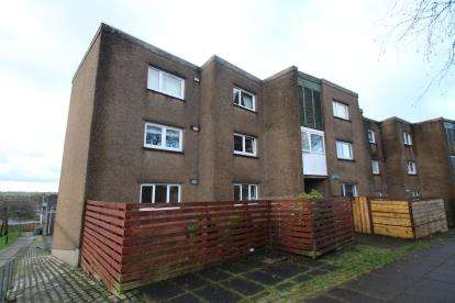3 Bedrooms Flat for sale in Lochinvar Road, Greenfaulds
