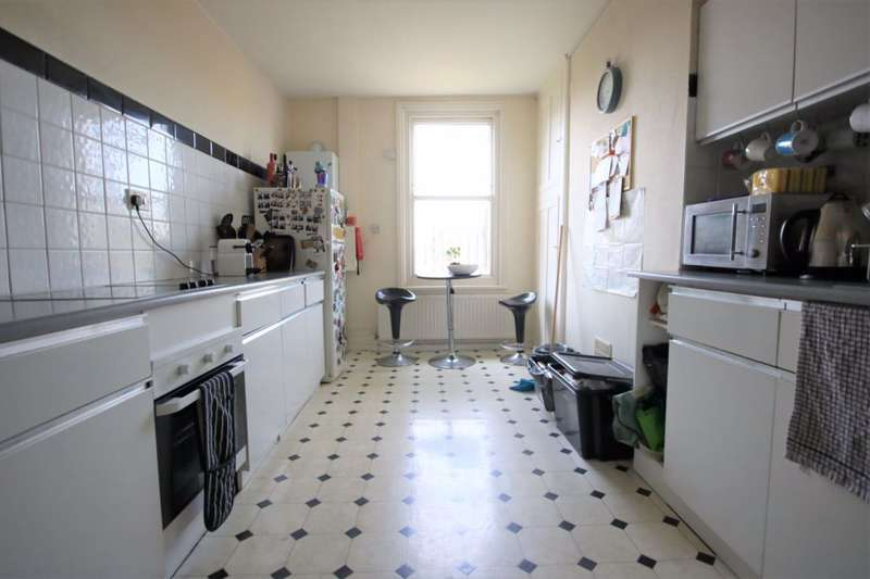 3 Bedrooms Maisonette Flat for rent in Salisbury Road, Hove, BN3 3AB