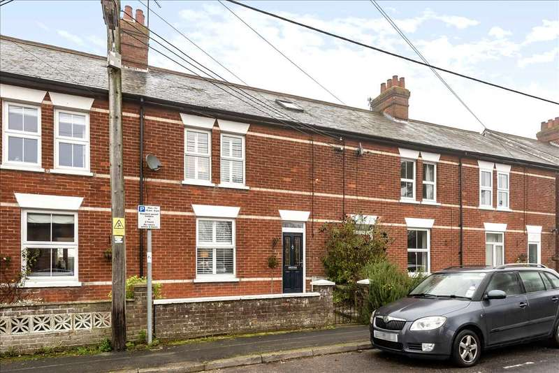 3 Bedrooms Terraced House for sale in Station Road, Whitchurch