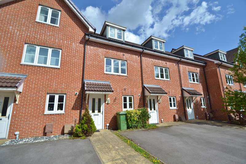 3 Bedrooms Terraced House for rent in Chandlers Ford