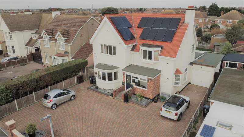 5 Bedrooms Detached House for sale in The Royals, Clacton on Sea