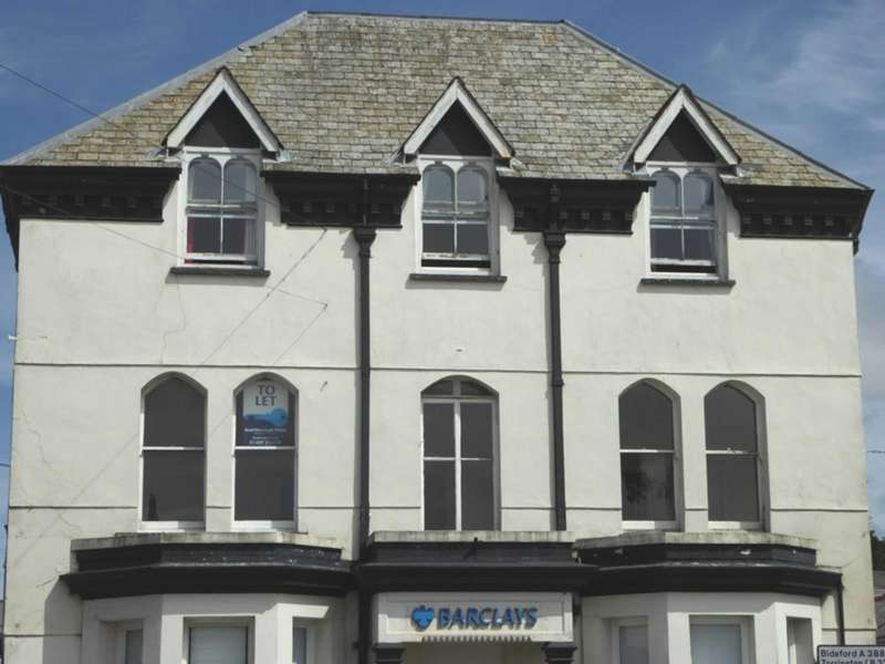 2 Bedrooms Flat for rent in The Chambers, 20 Fore Street, Holsworthy, EX22
