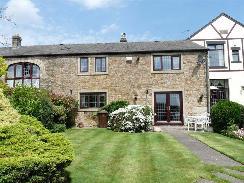 4 Bedrooms Barn Conversion Character Property for rent in Old Hall Mews, Off Brandlesholme Road, Greenmount