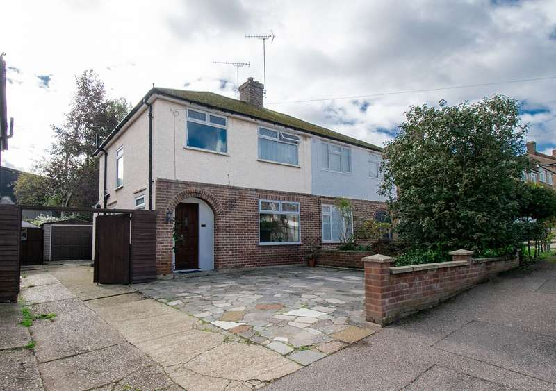 3 Bedrooms Semi Detached House for sale in Carisbrooke Avenue, WD24