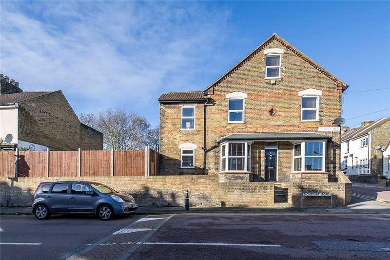 3 Bedrooms End Of Terrace House for sale in Montfort Road, Strood, Kent, ME2