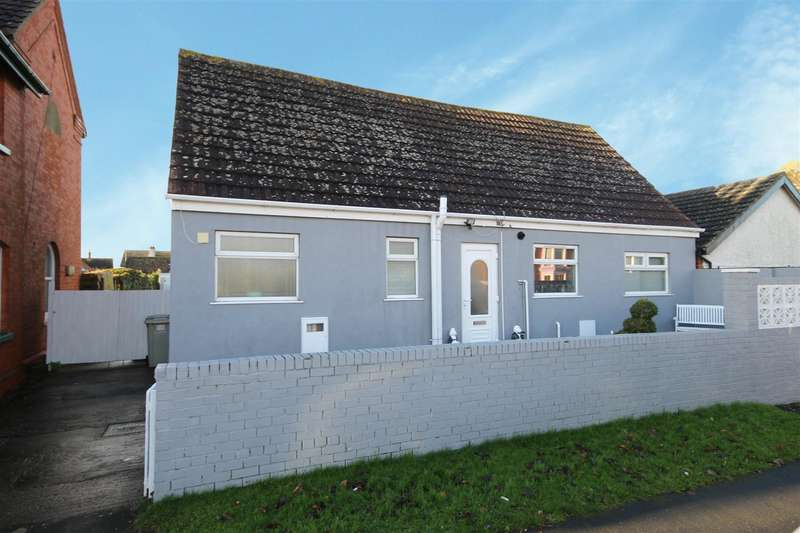 3 Bedrooms Detached Bungalow for sale in Park Road, Sutton-On-Sea