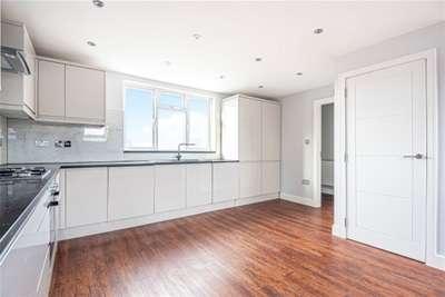 3 Bedrooms Flat for rent in Burnt Ash Lane, Bromley, BR1